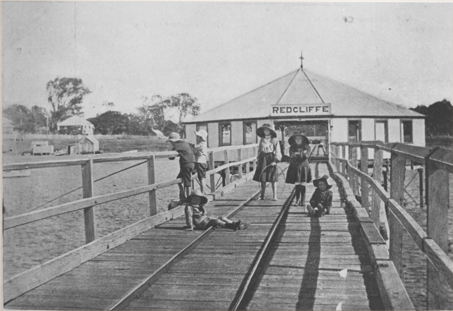 children on the first Redcliffe Jetty